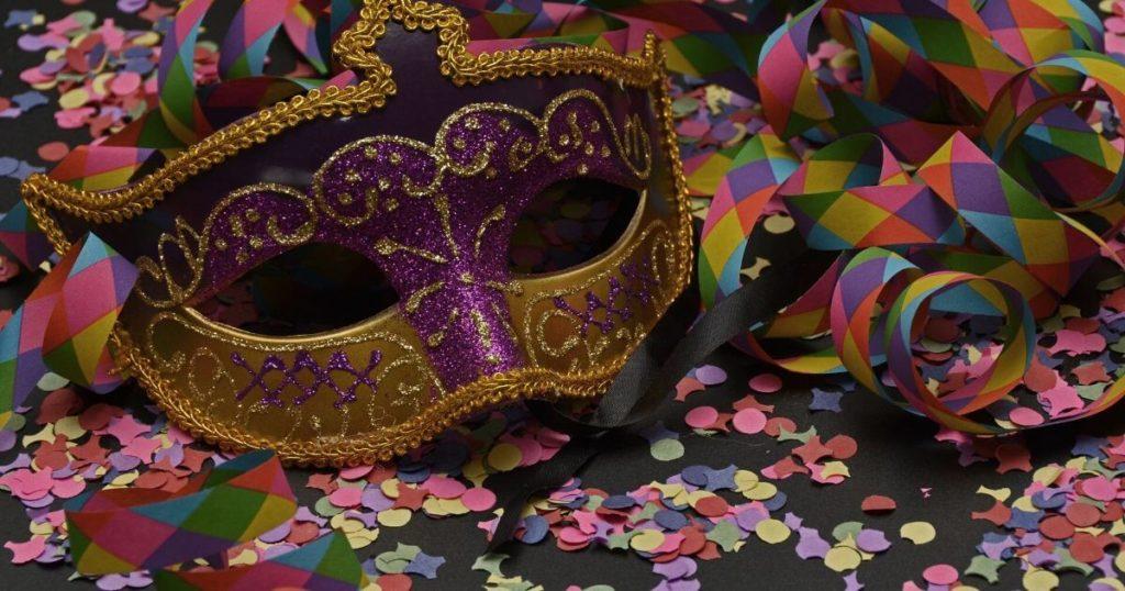 【新型コロナウイルス対策にも】正しいマスクの向きと、表裏の確認方法
