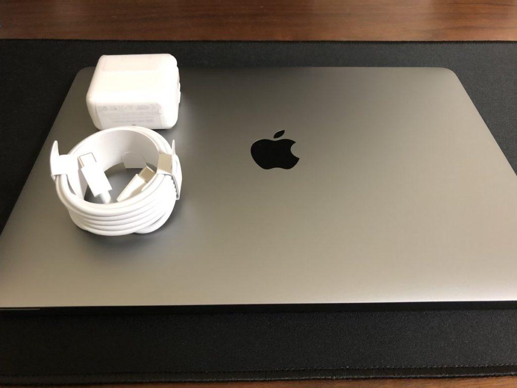MacBook Airの主な付属品