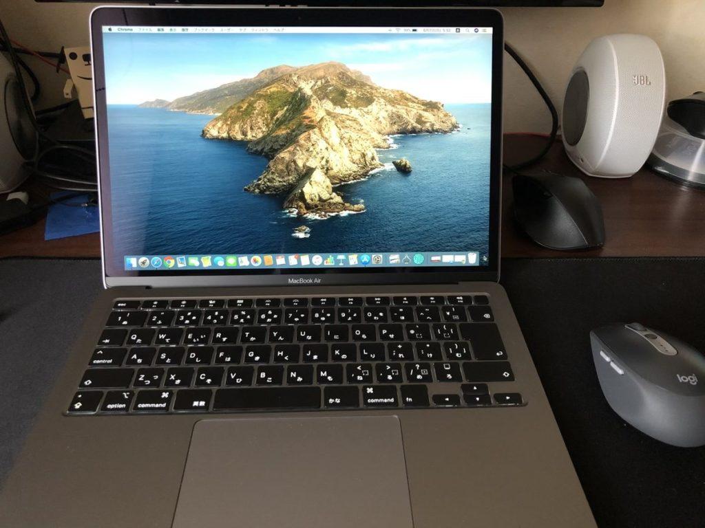 MacBook Airを開いとところ